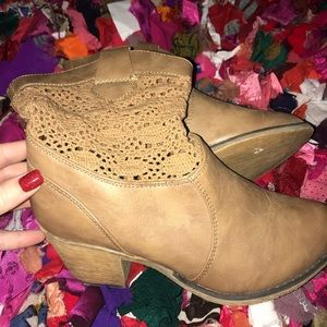 Vanity ankle boots